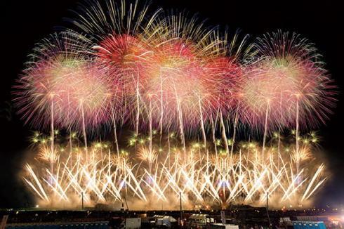 一生に一度は見たい!全国有名花火大会の人気ランキングに宮島ランクイン