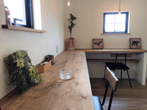 福山市 nijiiro喫茶。店内2階の写真