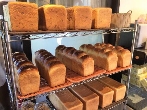 広島市南区 ボヌールケイ店内のパンたち