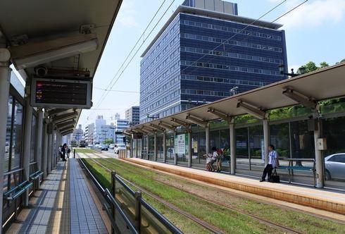 広島電鉄、路面電車の電停を緑化 原爆ドーム前