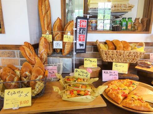 オオカミブレッド、神石高原 山の中にキラキラパンが揃う小さな店