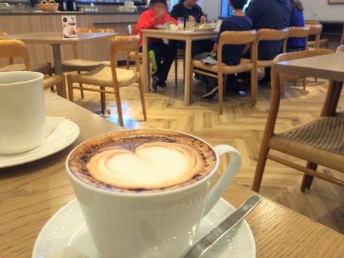 広島アンデルセン 2階カフェ モーニング デザインカプチーノ