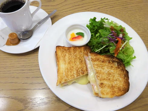 広島アンデルセン 2階カフェ ハムチーズトーストのモーニング