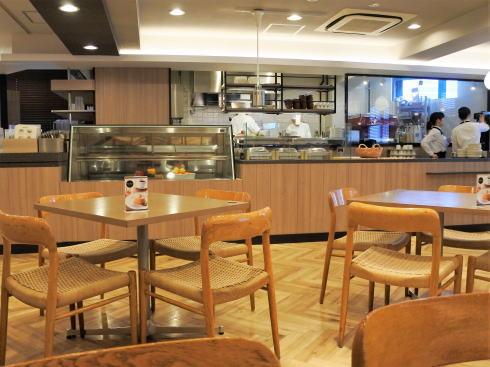 広島アンデルセン 2階カフェ の店内の様子