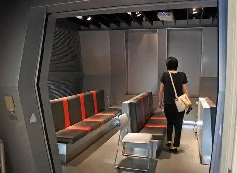 ビデオ鑑賞コーナーは宇宙船のよう