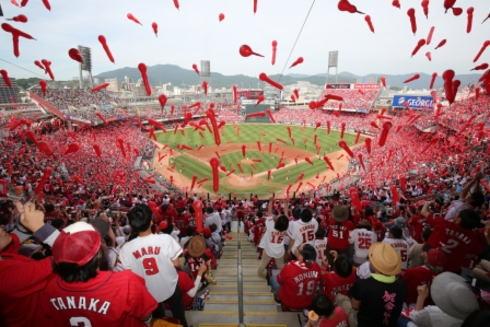 広島カープへの想いをつぶやいてサイン入りグッズゲット!DAZN「#赤く染めろ」