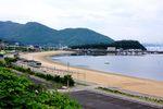 福山市内海町 クレセントビーチ、穏やかな波のリゾート海水浴場