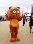 のん太、東広島のキャラはお酒をこよなく愛する陽気なタヌキ