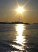 夕日と広島県の軍艦島、契島(ちぎりじま)の風景