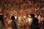 広島・えびす講(胡子大祭)こまざらえ手に商売繁盛願う