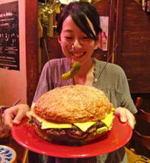ずっしり肉1kg…!福山・ブギーバンズのメガバーガーに挑戦してきた
