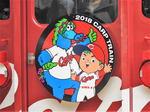 カープ電車2018、JR車体にダイナミックな選手写真とキャッチコピー!