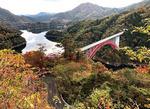 温井ダム(龍姫湖)の紅葉、猪山展望台からの眺め