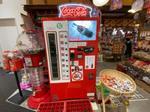 シュポッ!広島にコカコーラの復刻自販機、瓶入りコーラやジンジャエール