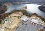 道の駅 湖畔の里福富、公園の巨大遊具&デイキャンプ場・イベントも