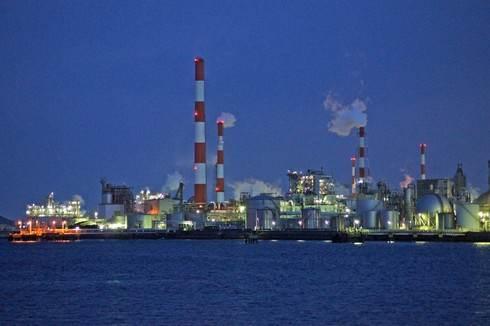 大竹の工場地帯を遠目に見た夜景の様子