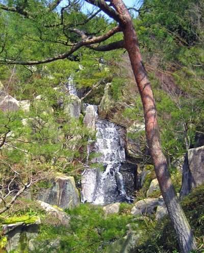 三景園の三段の滝