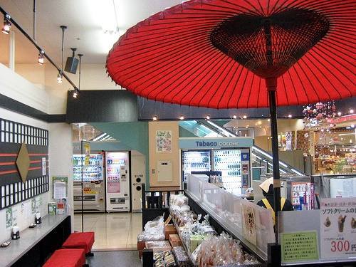 広島 菓匠茶屋 駿河園プロデュースの店で、抹茶の香りに包まれる