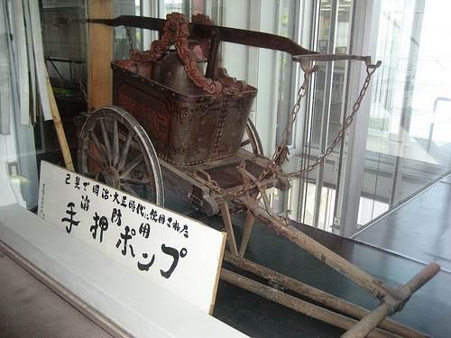 手押ポンプ 昔の消防車
