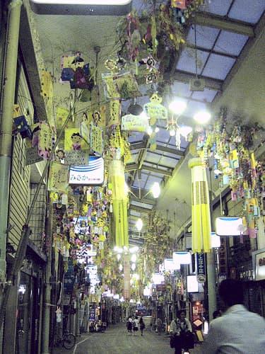 尾道商店街で、七夕飾りがスタート!土曜夜店でさらに華やかに