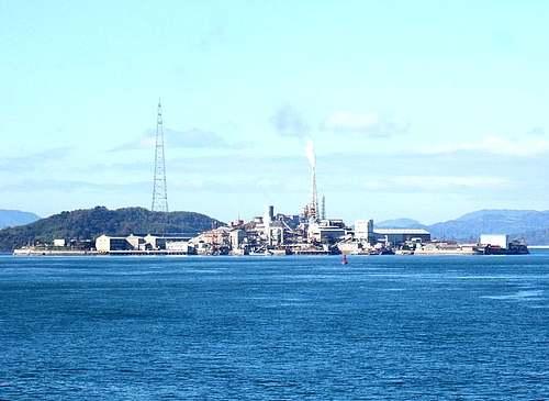 契島(ちぎりじま)まるごと東邦亜鉛の工場!まるで軍艦島