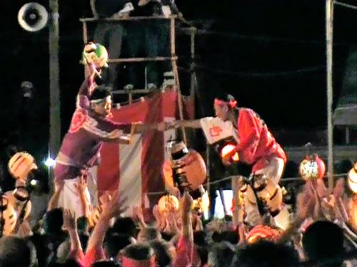 祇園祭、福山で「けんかみこし」が激突