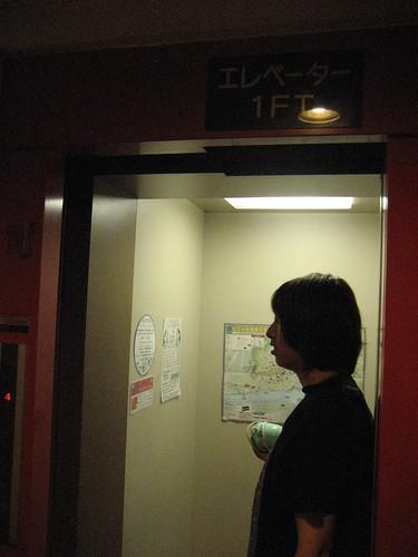 ビュウホテルセイザンの極狭エレベーター
