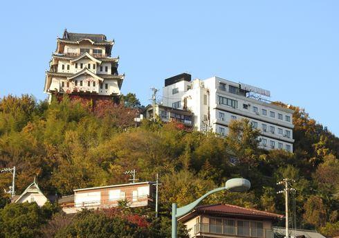 尾道 ビュウホテル セイザン、尾道駅の後ろ・山頂に建つ眺めの良い安宿