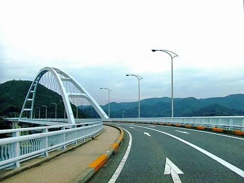 田島と本州を繋ぐ、内海大橋