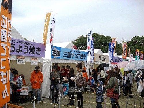 広島てっぱんグランプリ 屋台が並ぶ