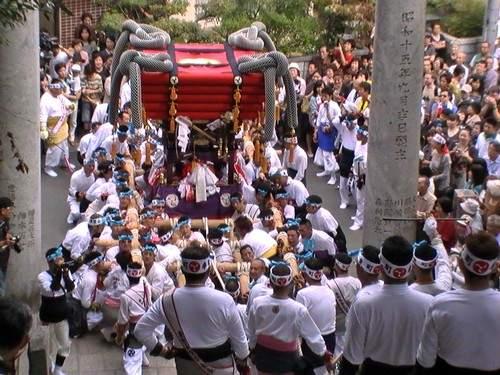 呉市・吉浦八幡神社で かに祭り!迫力満点の宮上がりは必見