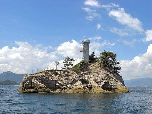 安渡島灯台 全景