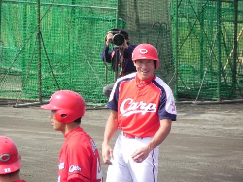 カープ沖縄キャンプ、赤松・梵が一瞬見せた走塁練習中の素顔