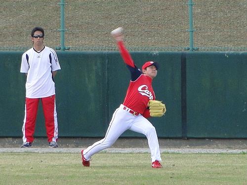 福井優也 投手、キャンプ 第2クール最終日 ウォームアップの1コマ
