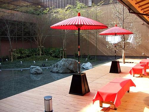 ほの湯 楽々園 中庭