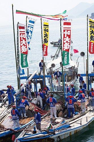 大漁じゃ! 福山市鞆の浦 漁師の観光鯛網