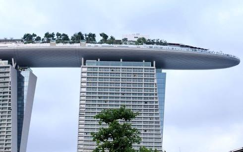 マリーナベイサンズホテル 屋上は船の形