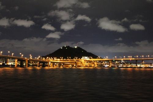 海から広島の夜景を満喫、銀河ナイトクルージング