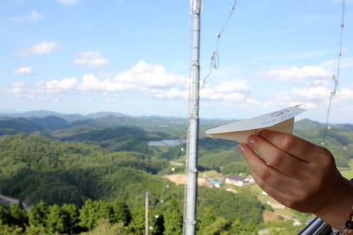 とよまつ紙ヒコーキタワーで遊ぶ!広島県 米見山にある紙ヒコーキの為のタワー