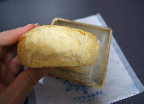 アイスなクリームパン 八天堂とドルチェのコラボ商品 ジェラートの様子