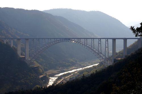 公園の展望台から眺めた、広島空港大橋
