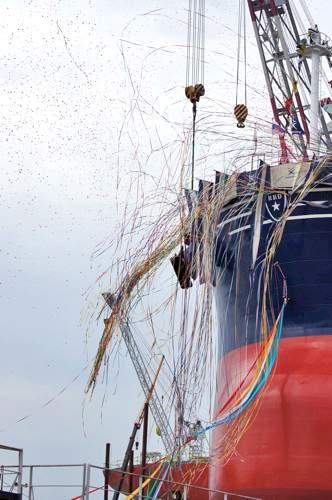 常石造船 進水式 画像17