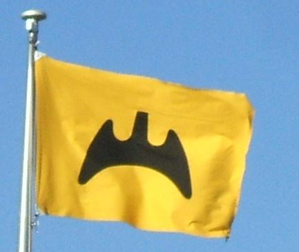 福山市の市章(コウモリ)を描いた旗