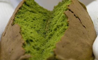 抹茶バターケーキ 割ってみた画像