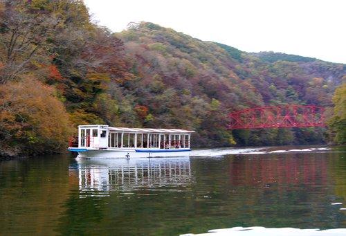 帝釈峡 遊覧船で、40分間の湖上クルージングを
