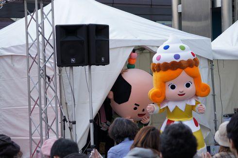かしなりくん 着ぐるみ登場 ひろしま菓子博2013