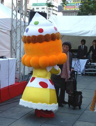 かしなりくん、スイーツ姫、ひろしま菓子博のマスコット 着ぐるみを初披露!