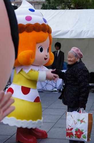 かしなりくん、スイーツ姫、ひろしま菓子博のマスコット 着ぐるみ初披露