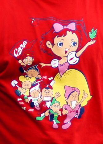 カープと白雪姫のコラボTシャツ