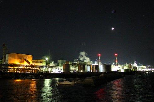 金星 木星、月が一直線に!大竹市(広島)の工場夜景と共に